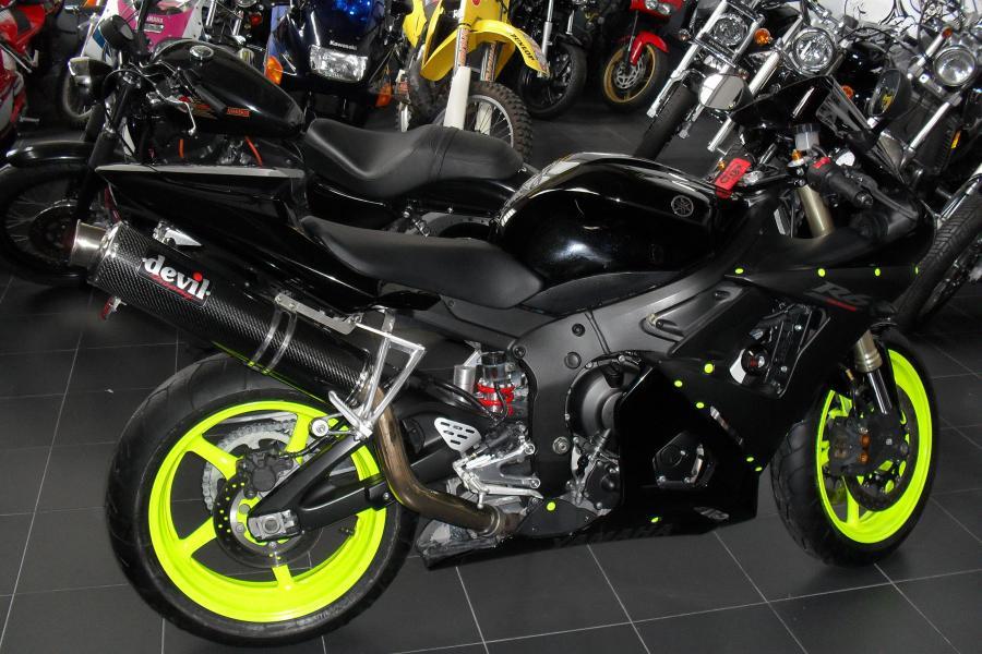 Yamaha r6 negra